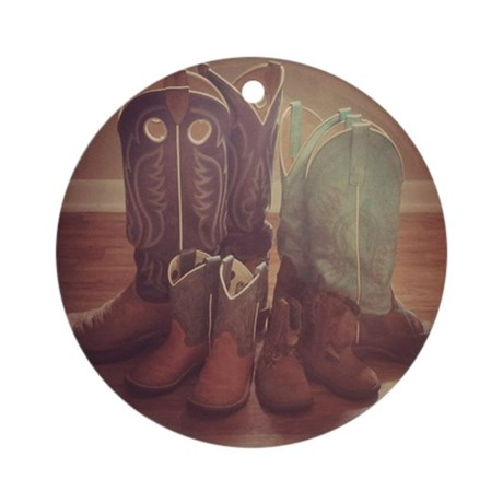 boots_family_ornament_round